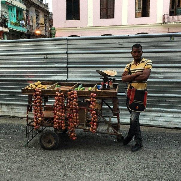 Vendedor, foto tomada el primero de febrero de 2015, en La Habana, Cuba, por David Berkowitz